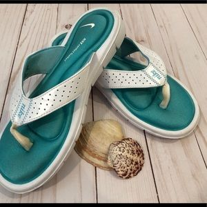 Nike comfort footbed white & turquoise flip flops.
